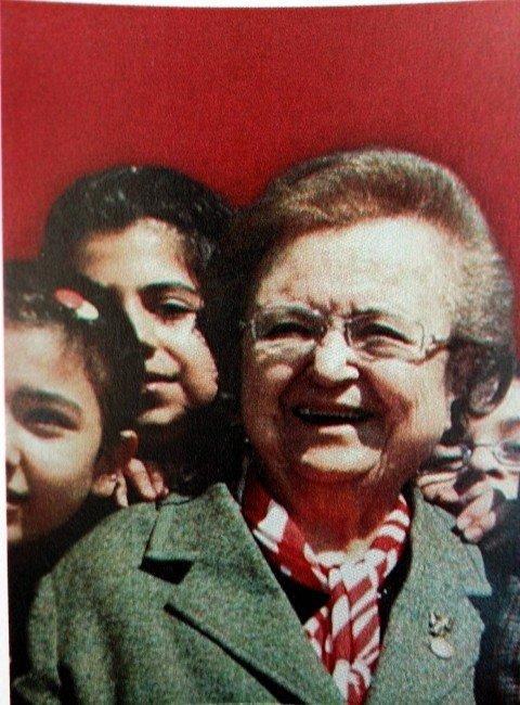 Bursa'nın İlk Kadın Doğum Uzmanı Son Yolculuğuna Uğurlandı