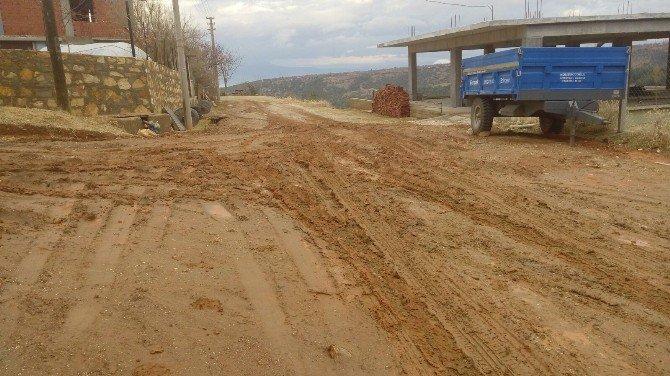 CHP'li Vekil Basmacı Kelleci Mahallesi'ne Yol Yapılmasını İstedi