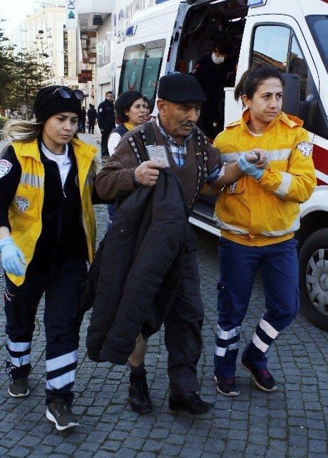 Antalya'da Çöp Kutusunda Piroteknik Malzeme Patladı: 2 Yaralı