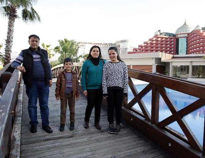 Okul Birincisi Gencin Ailesiyle 5 Yıldızlı Tatil Keyfi