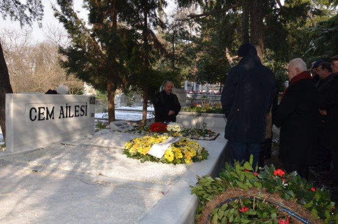 İsmail Cem mezarı başında anıldı