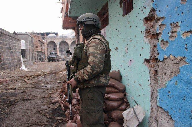 Sur'da Yasak 54'üncü Gününde Devam Ediyor