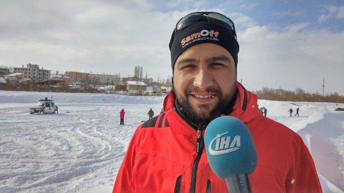 Erzurum'da Kar Üzerinde Lastik Raftingi