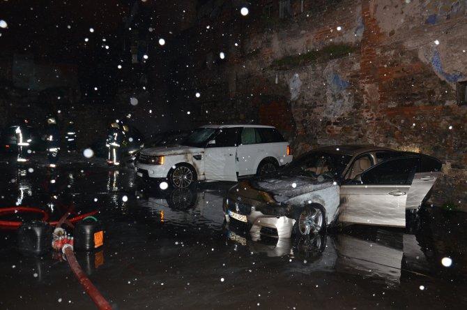 Fatih'te 7 araç kundaklandı