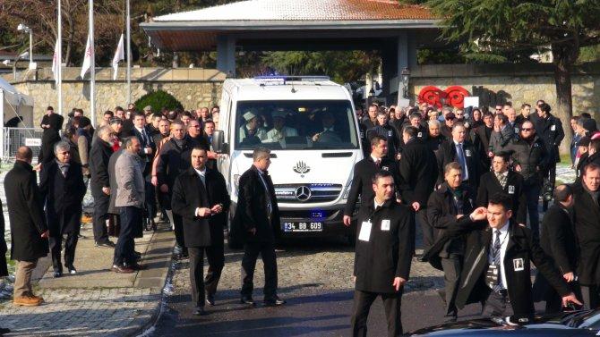 Koç'un cenazesi namaz için camiye götürüldü
