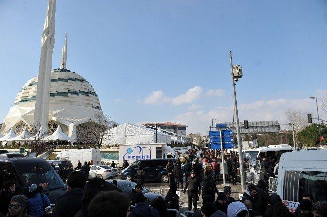 Mustafa Koç'un Cenazesi Camiye Getirildi