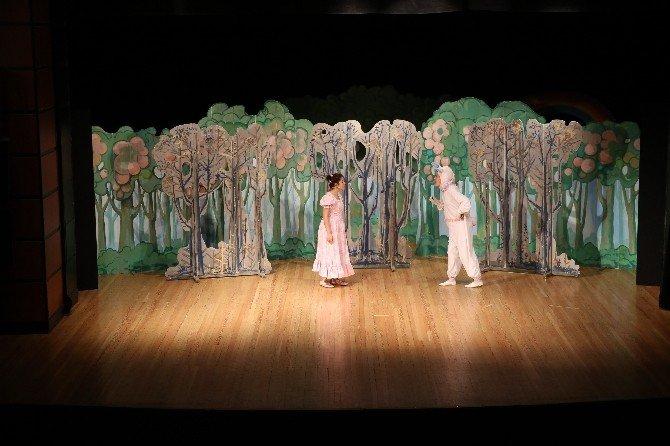 Büyükşehir'de Çocuk Tiyatroları Sürüyor