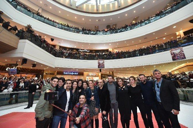 'Dedemin Fişi' İzmir'i Güldür Güldür Salladı