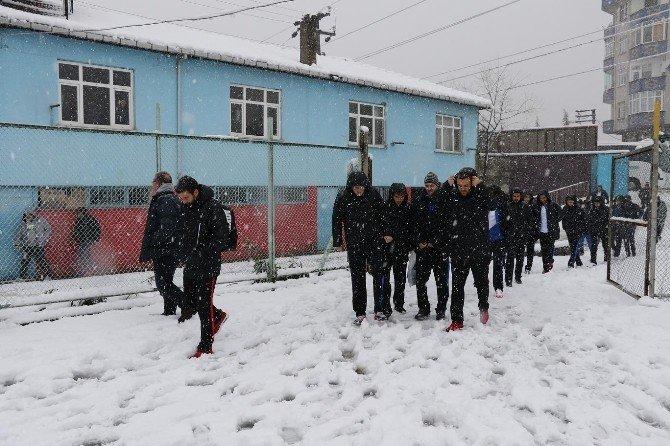 Of Maçına Kar Engeli