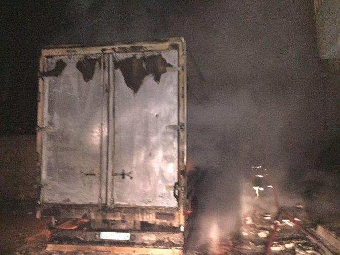 Nusaybin'de patlama: 1 TIR yandı, ev ve iş yerleri zarar gördü