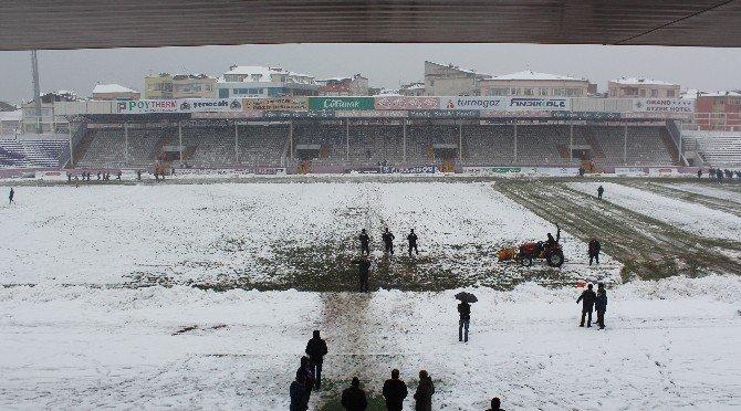 Orduspor - Pazarspor Maçı Kar Yağışından Dolayı Ertelendi