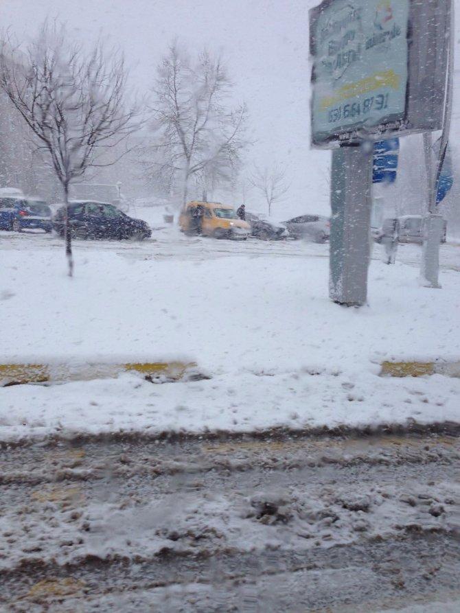 Kardan yollar kapandı; öğrenciler AÖF sınavına giremedi