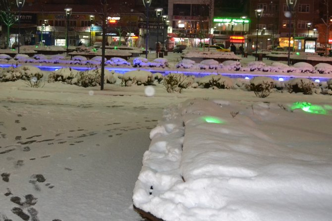 Samsun'da etkili olan kar, sürücülere zor anlar yaşattı