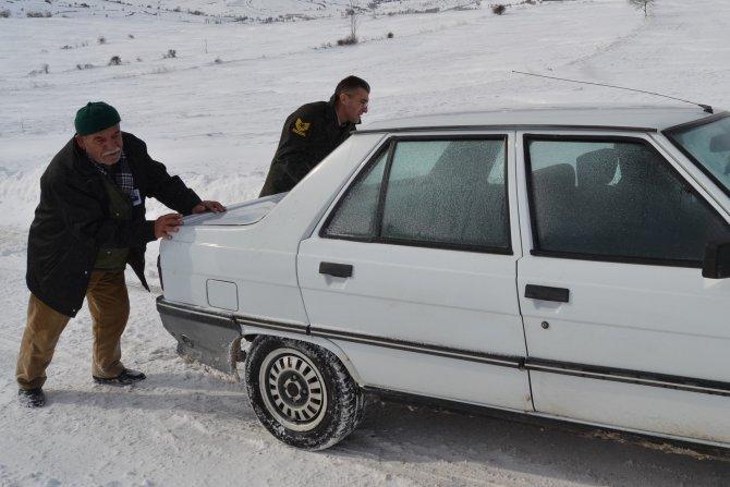 Mahsur kalan otomobili jandarma komutanı kurtardı