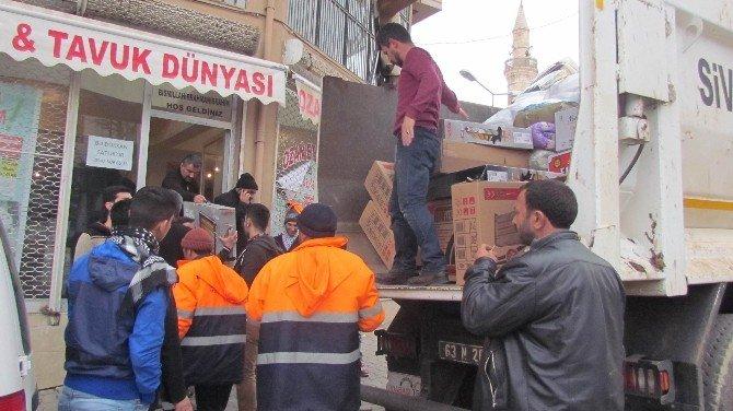 Siverek'ten Sur'a 2 Kamyon Yardım Malzemesi