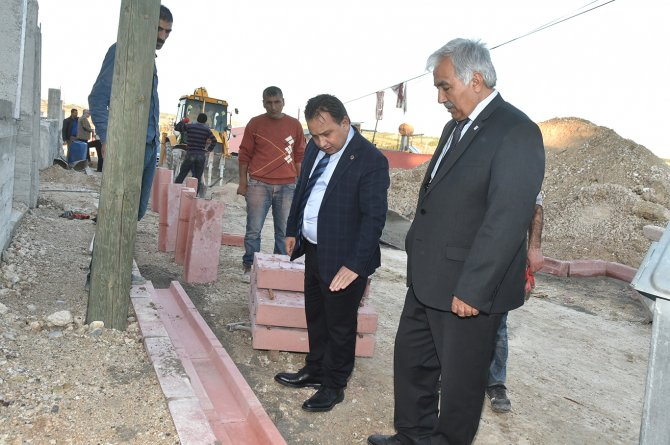 Başkan Uludağ yol yapım çalışmalarını yerinde inceledi