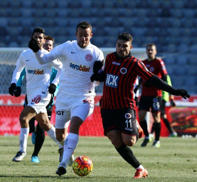 Gençlerbirliği: 0 - Antalyaspor: 0 (İlk yarı)
