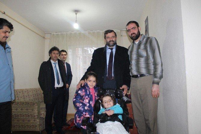 Suriyeli Minik Lina' Nın Sandalye Mutluluğu