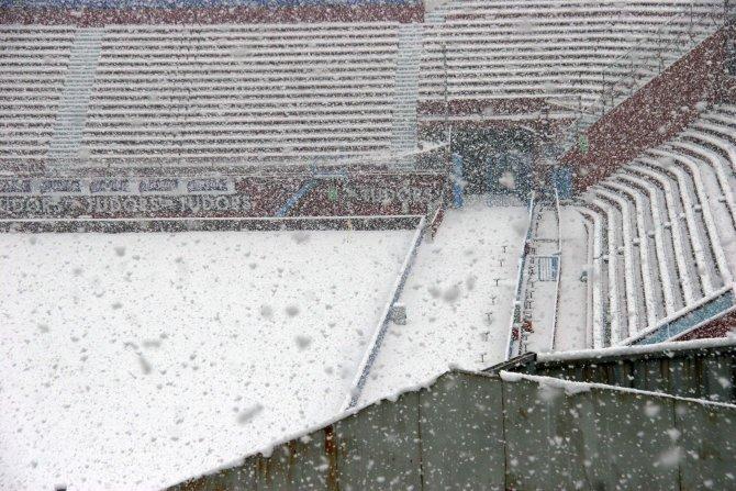Kar yağışı Trabzonspor - Beşiktaş maçını vurabilir