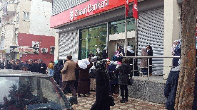 Silvan'da Mağdur Olan Halka Yardımlar Devam Ediyor