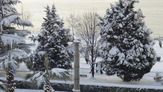 Kar yağışı hayatı felç etti