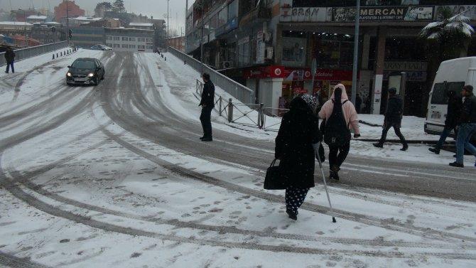 Kar yağışı sebebiyle 176 köy yolu ulaşıma kapandı