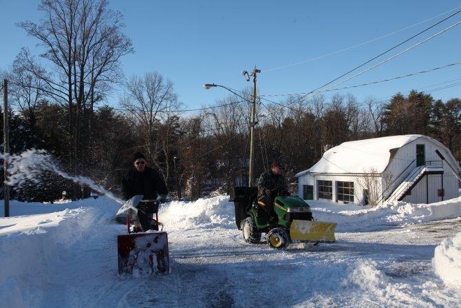 Washington'da rekor kar yağışının ardından temizlik çalışmaları başladı