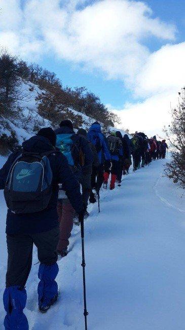 Afdos Üyeleri Karlar İçinde Doğa Yürüyüşü Yaptı