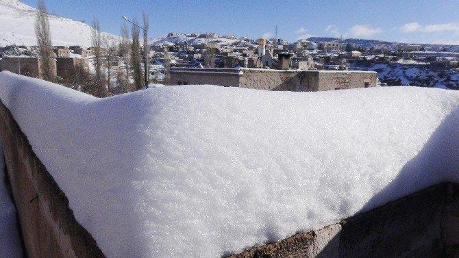 Güzelyurt'ta Kar Kalınlığı 60 Santime Ulaştı