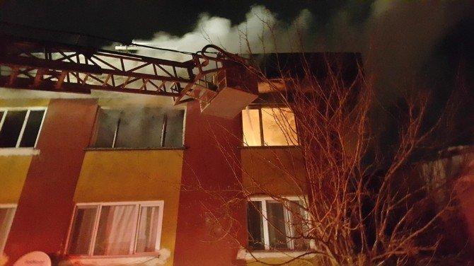 Dursunbey'de Korkutan Ev Yangını