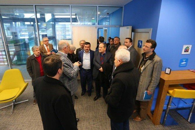 Başkan Mevlüt Uysal, Akademisyenlerle Buluştu