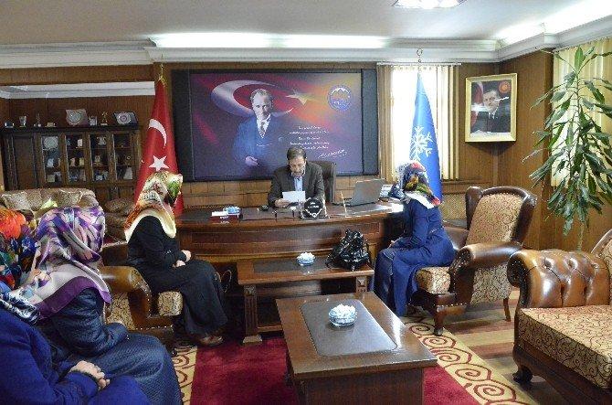Yenişehir Kız Kur'an Kursu Hocaları Başkan Bulutları Ziyaret Etti