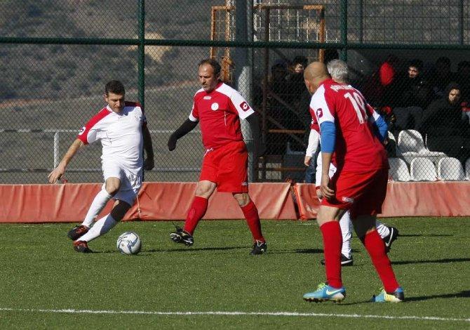Efsaneler Metin Oktay Futbol Turnuvası'nda buluştu