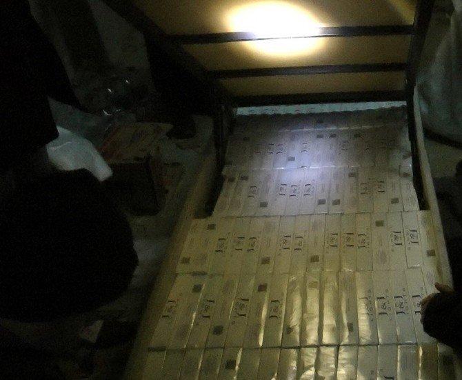 Uşak'ta Lunapark Malzemeleri Arasında Kaçak Sigara Yakalandı