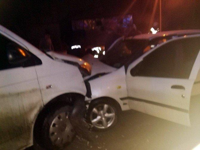 Gülümbe Rampalarında Hafif Ticari Araç İle Otomobil Kafa Kafaya Çarpıştı 4 Yaralı