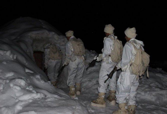 Mehmetçik'ten derin kar ve şiddetli soğuklarda muharebe eğitimi