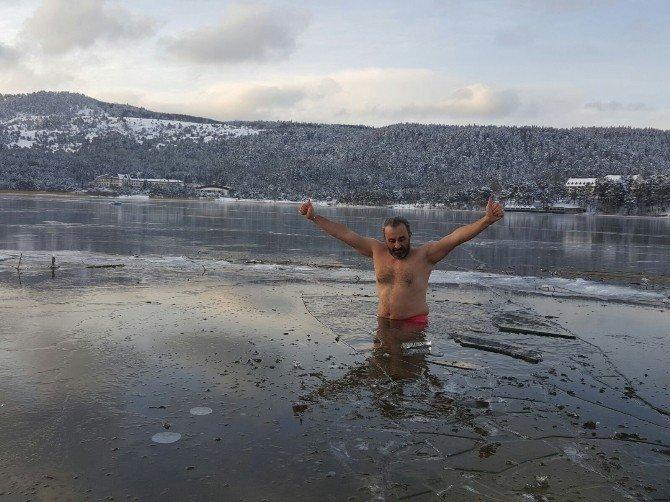 Eksi 20 Derecede Abant Gölüne Girdi