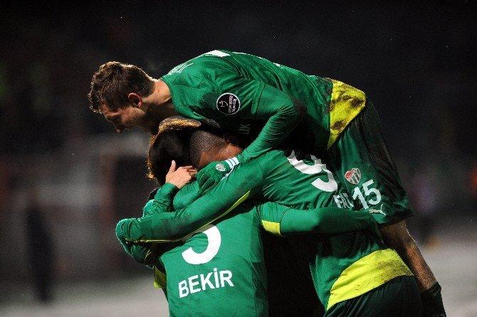 Bursaspor'da Futbolculara Başkandan 10 Bin Lira Prim