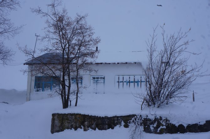 Erzurum'da binden fazla köy yolu kapandı