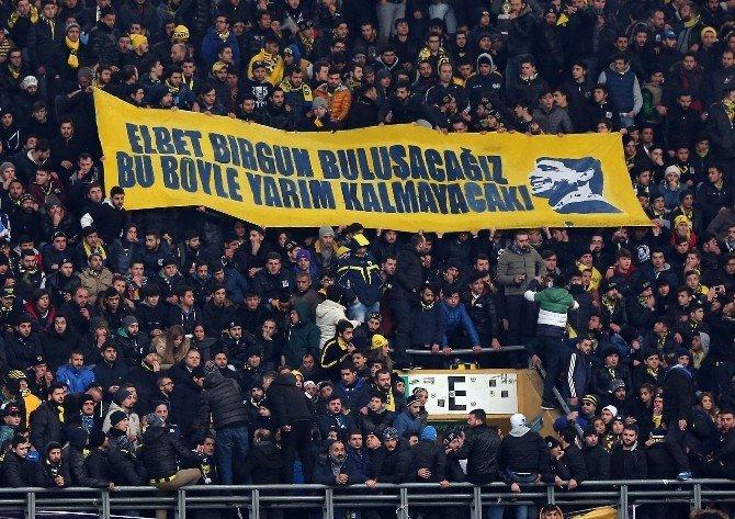 Kadıköy'de Arda'ya Alkış, Volkan'a Tepki