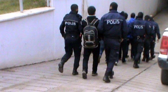 Suriye'ye Geçmek İsteyen 13 Daeş Militanı Yakalandı