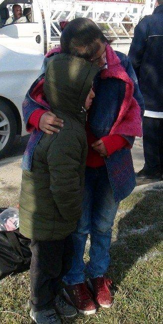 Kaza Sonrası Üşüyen Kardeşini Sarılarak Isıttı