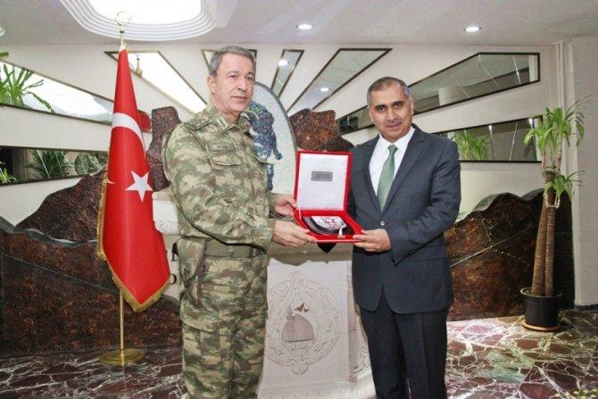 Genelkurmay başkanı Akar Mardin'de