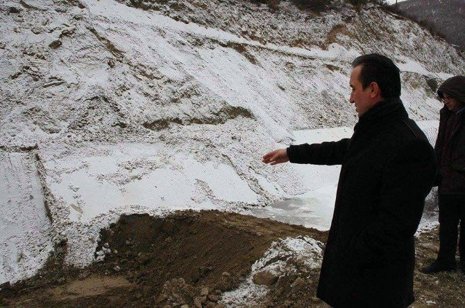 Göçük Yaşanan Hes Kanalı Tarım Alanlarına Zarar Verdi