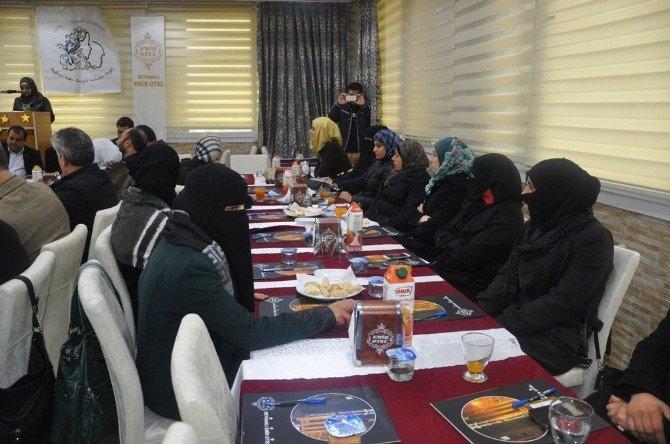 Suriyeliler Eğitim Ve Sağlık Konusunda Bilgilendirildi