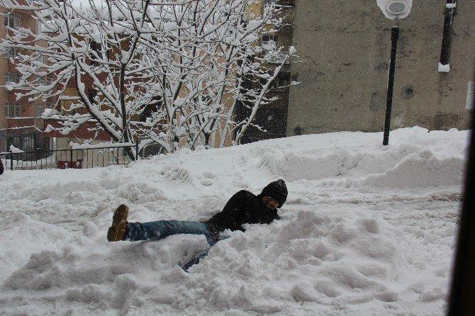 Kar Çocukları Engelleyemedi