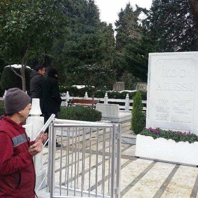 Koç'un Arkadaşları Mezarı Başında 'Onu' Anlattı