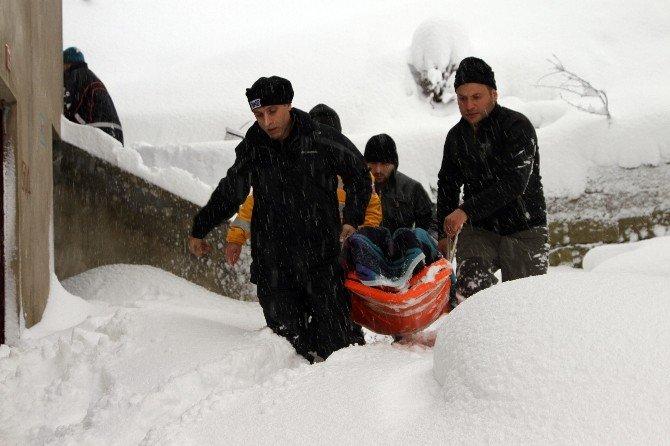 Hastaların İmdadına Kar Paletli Ambulanslar Yetişti