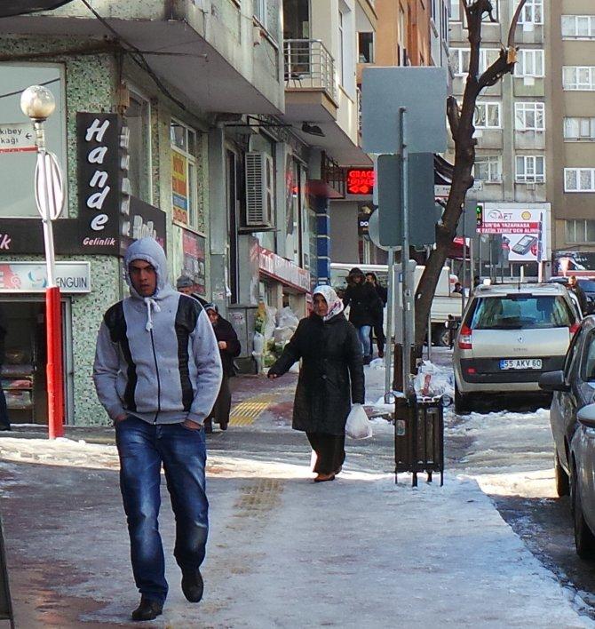 Karlı ve buzlu yollar sakatlanmalara davetiye çıkartıyor