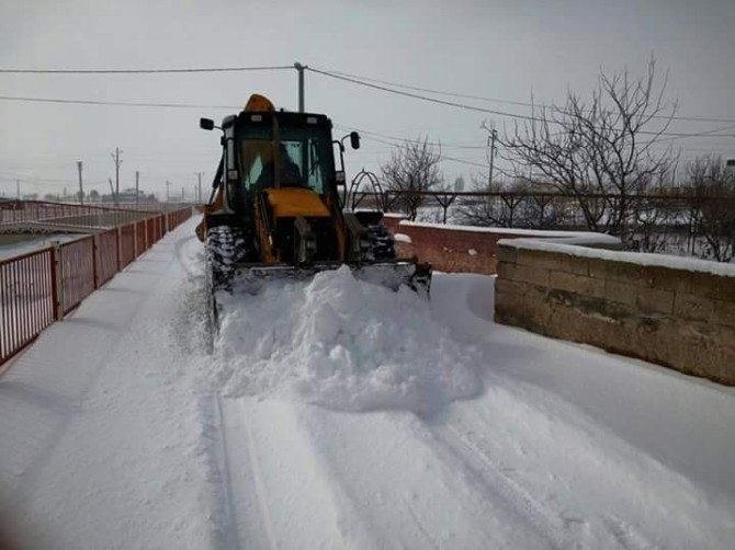 Kaymaklı'da Kar Temizleme Çalışmaları Yapılıyor